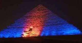 بمناسبة اليوم العالمى للكبد .. إضاءة الأهرامات باللونين الأزرق والبرتقالى